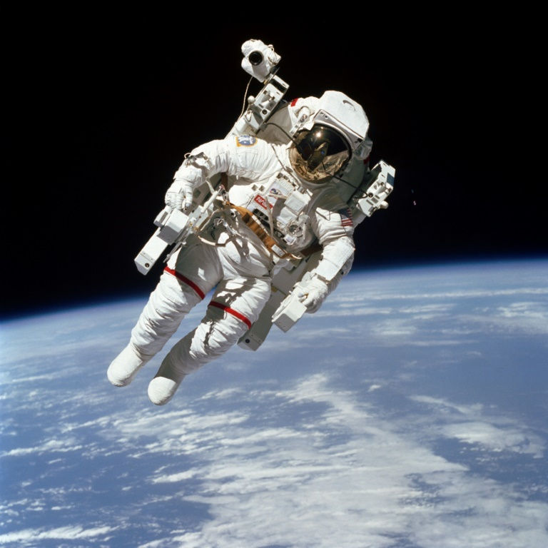 McCandless, first astronaut to fly untethered, dies at age 80