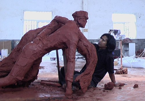 Sculptor captures the horrors of war in tributes to victims of Japanese aggression