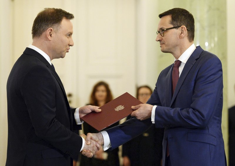 Polish govt gets more power over the courts, defying EU