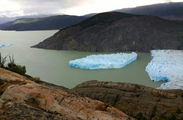 Southern Chile iceberg splits from glacier, threatens navigation
