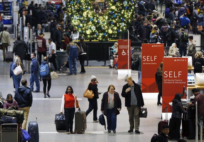 Even procrastinators can find deals on holiday travel