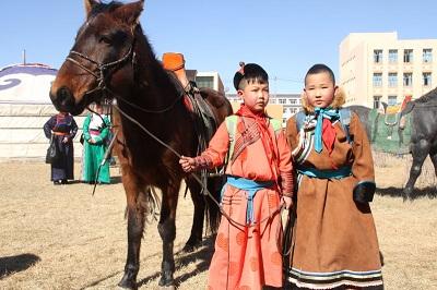 Over 2,000 students take horseriding lessons in Inner Mongolia