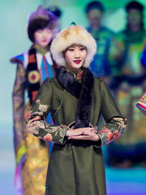 Mongolian clothing contest helps spread traditional culture