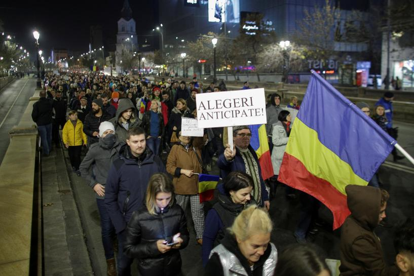 Thousands of Romanians rally against ruling party's judicial overhaul