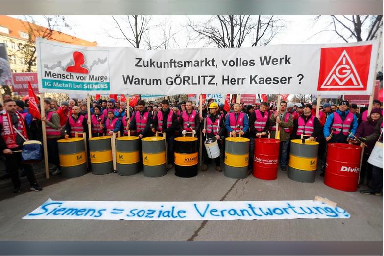 Labor union warns Siemens over power restructuring