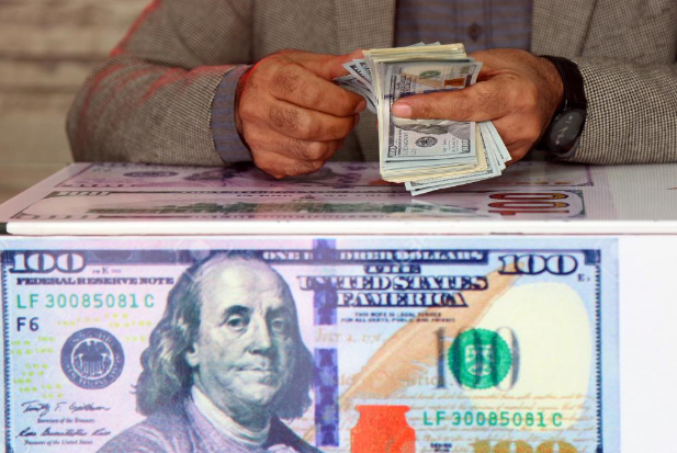 Dollar sinks on Fed inflation fears, weak data and technicals