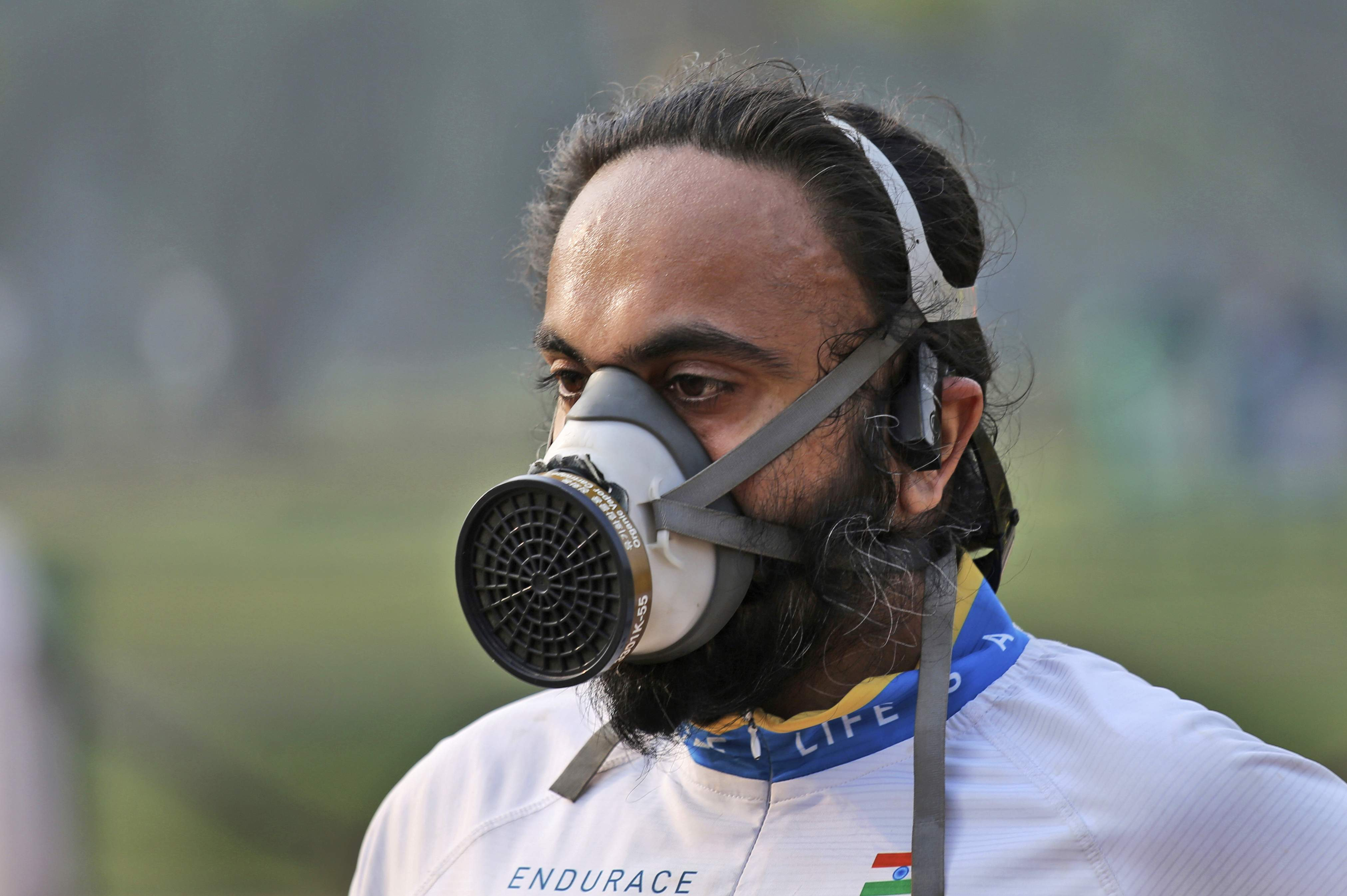 New Delhi's polluted air doesn't deter distance runners