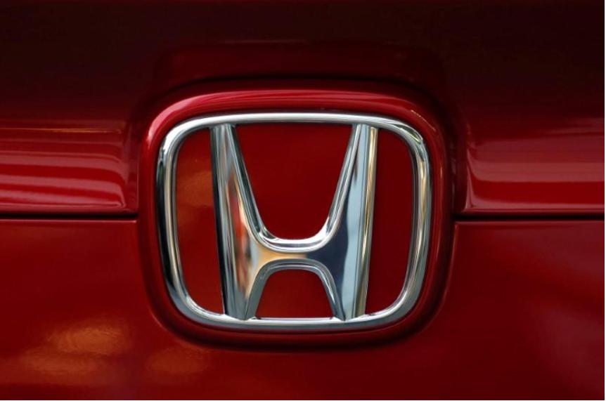 Honda recalling 900,000 minivans because seats may tip forward
