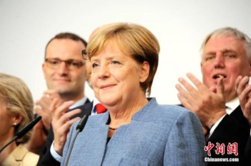 "Merkel calls for unity to avoid collapse of ""Jamaica"" coalition"