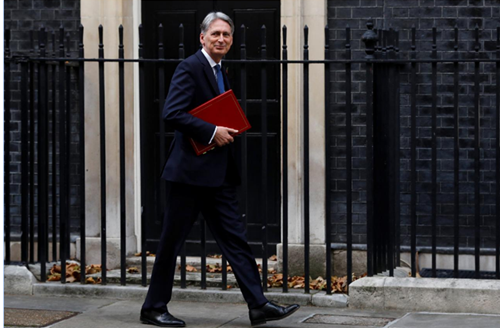 UK govt to consider tax on throwaway plastic