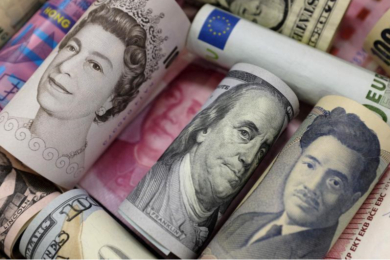 Dollar pares losses against euro, yen after US data