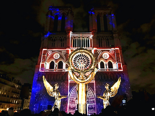 Light feast on Notre-Dame de Paris cathedral pays tribute to WWI fallen heroes