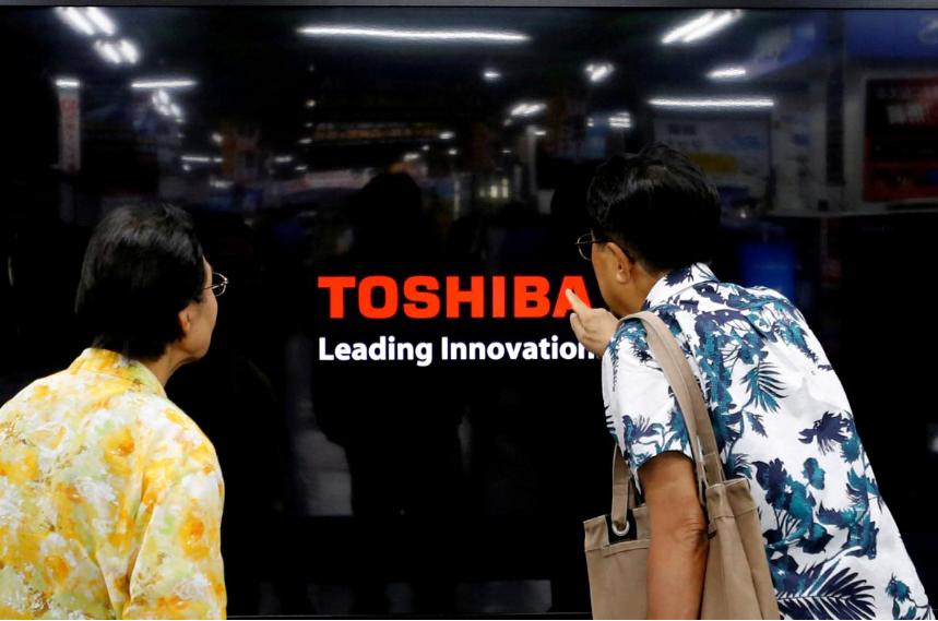 Toshiba mulling plan for $5.3 billion capital injection