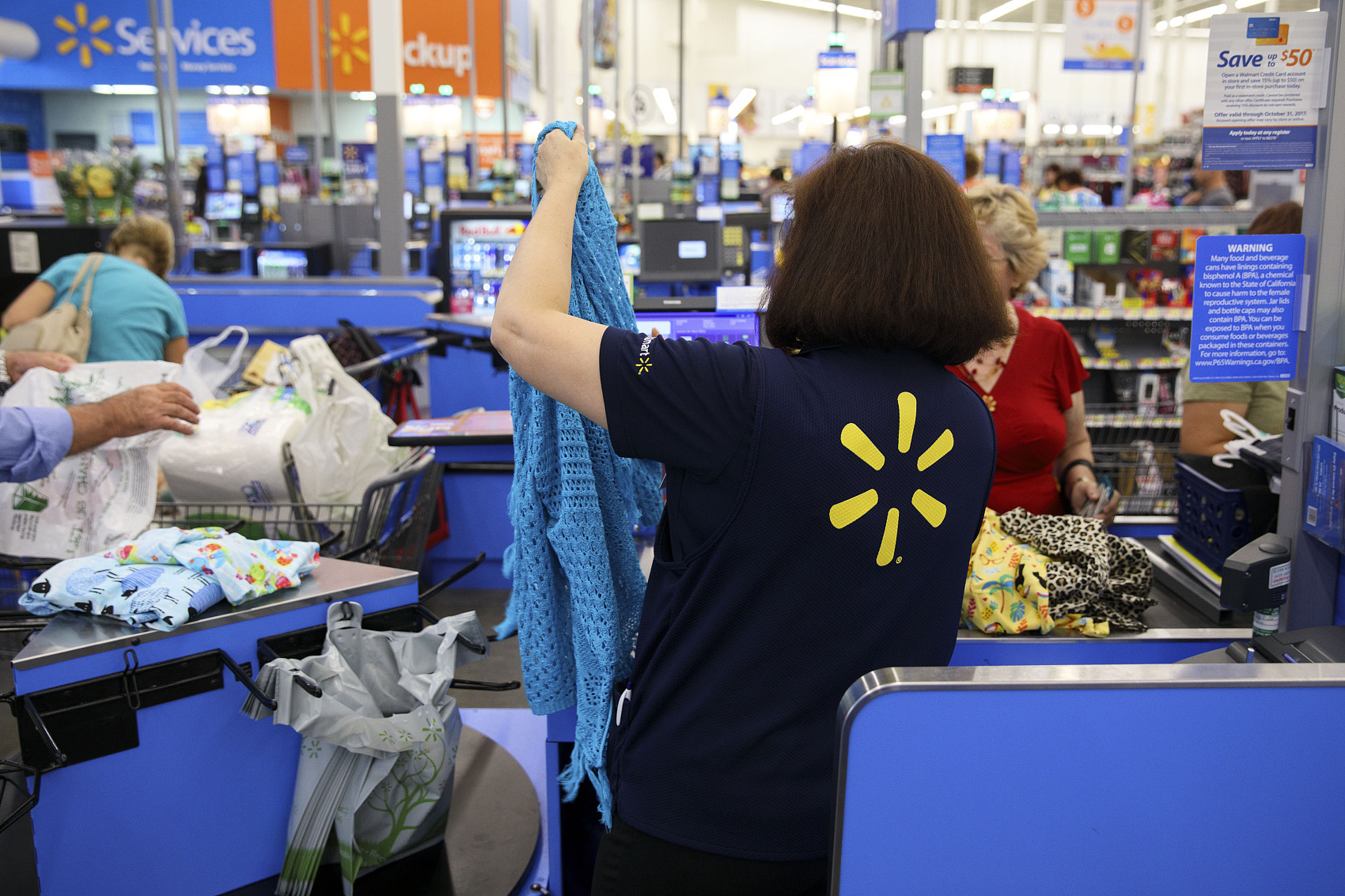 Wal-Mart gears up to compete on Black Friday