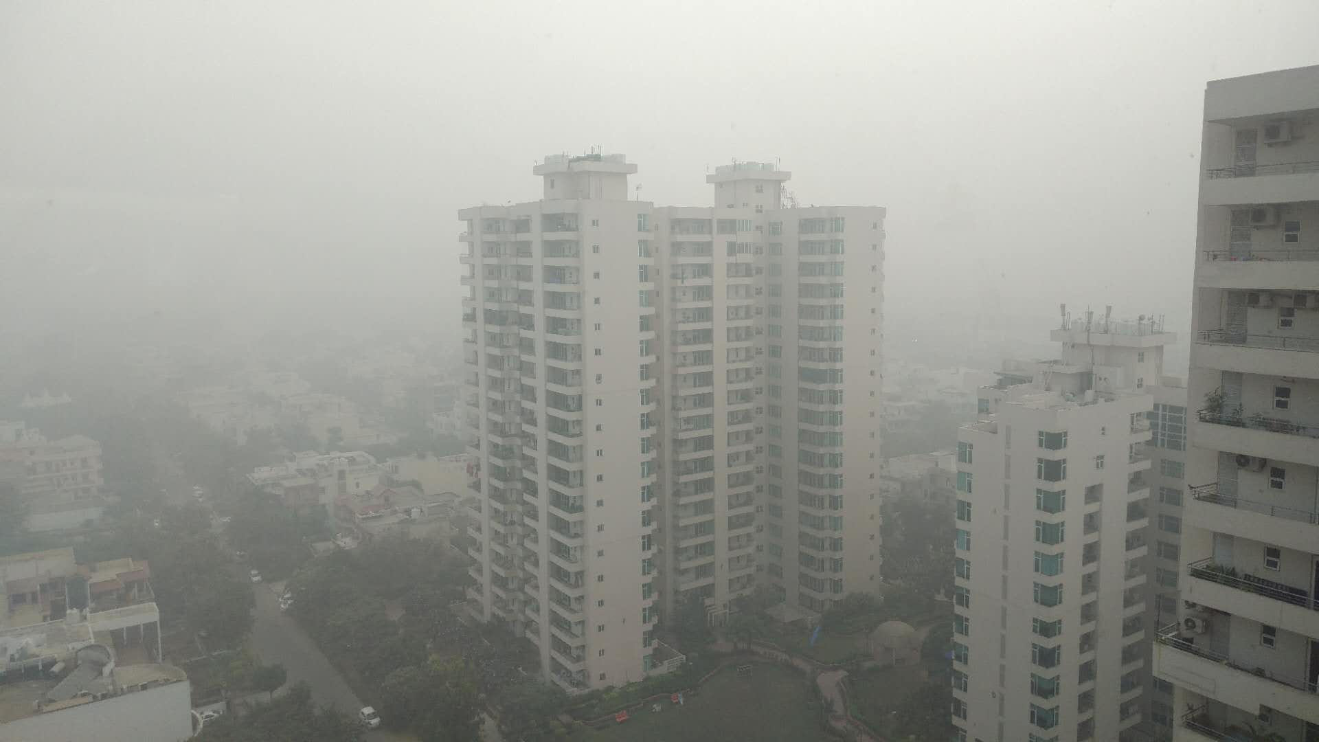Heavy smog shrouds New Delhi again, causing health concerns