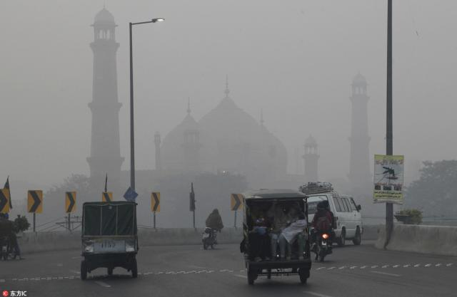 Indian farmers reason behind smog in eastern Pakistan: Pak officials