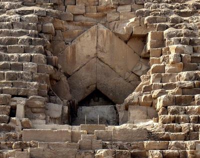 1280px-Pyramid_of_Khufu_-_Entrance.jpg