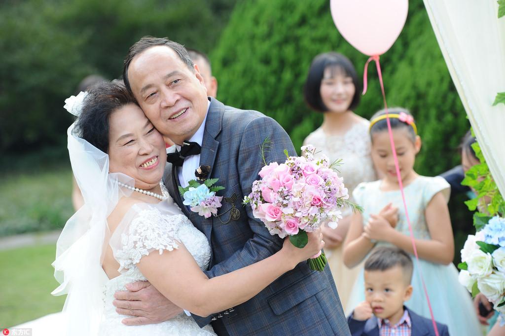 Golden wedding ceremonies for celebrating the Chongyang Festival