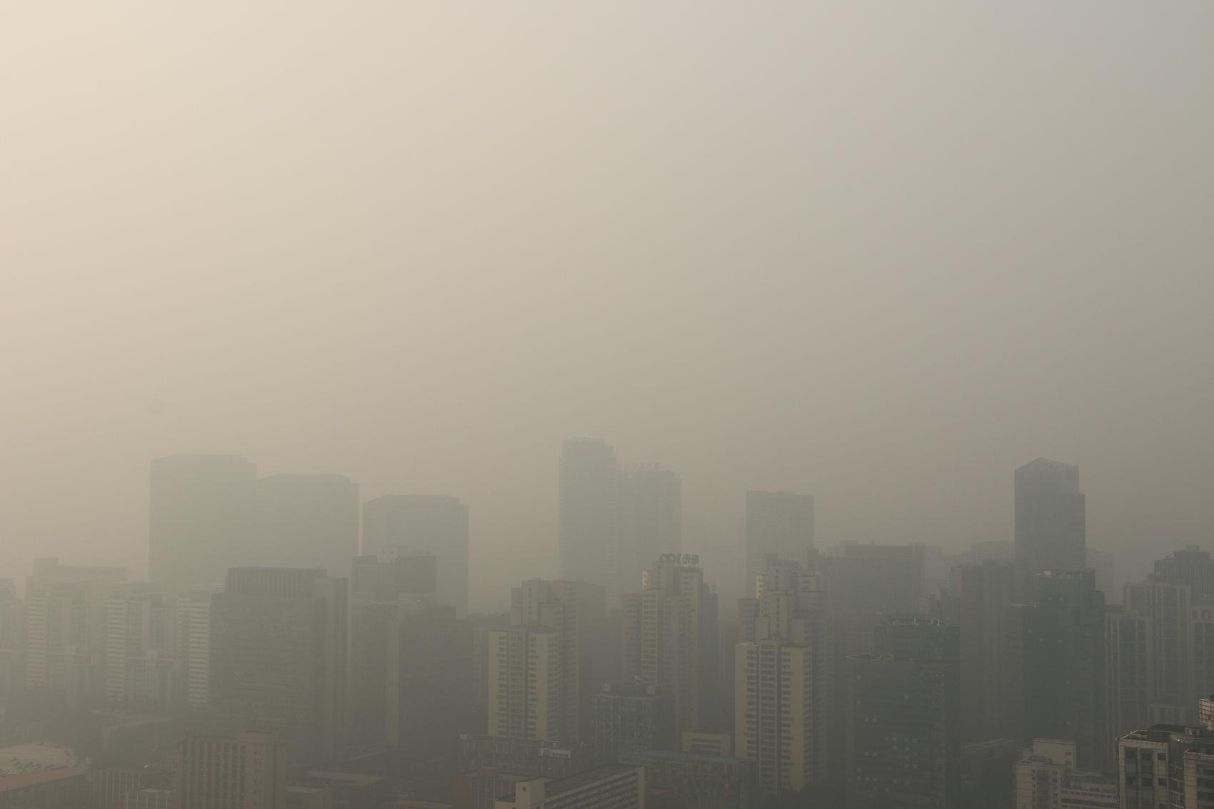 Beijing issues yellow alert for smog