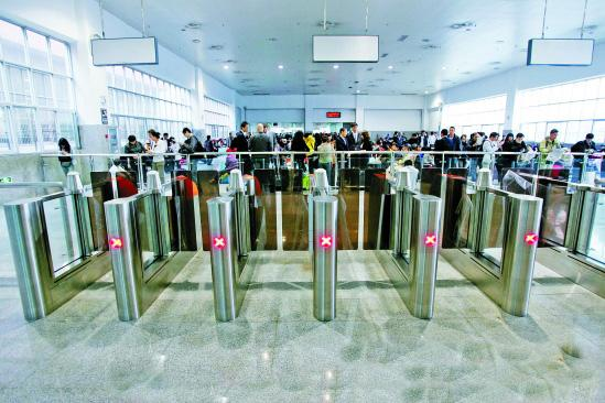 Guangdong to provide convenient ticket purchase service to HK, Macao residents
