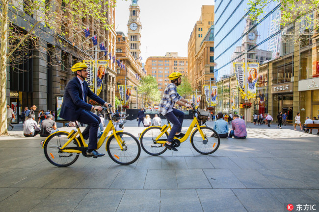 Australians ride ofo shared-bikes in Sydney, Australia, on September 25, 2017. [Photo: IC]