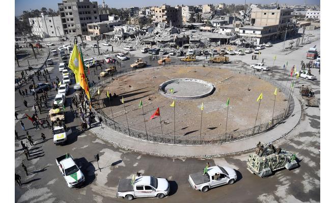 Syrian Democratic forces (SDF) circulaig a square in Raqqa - (Archives).jpg