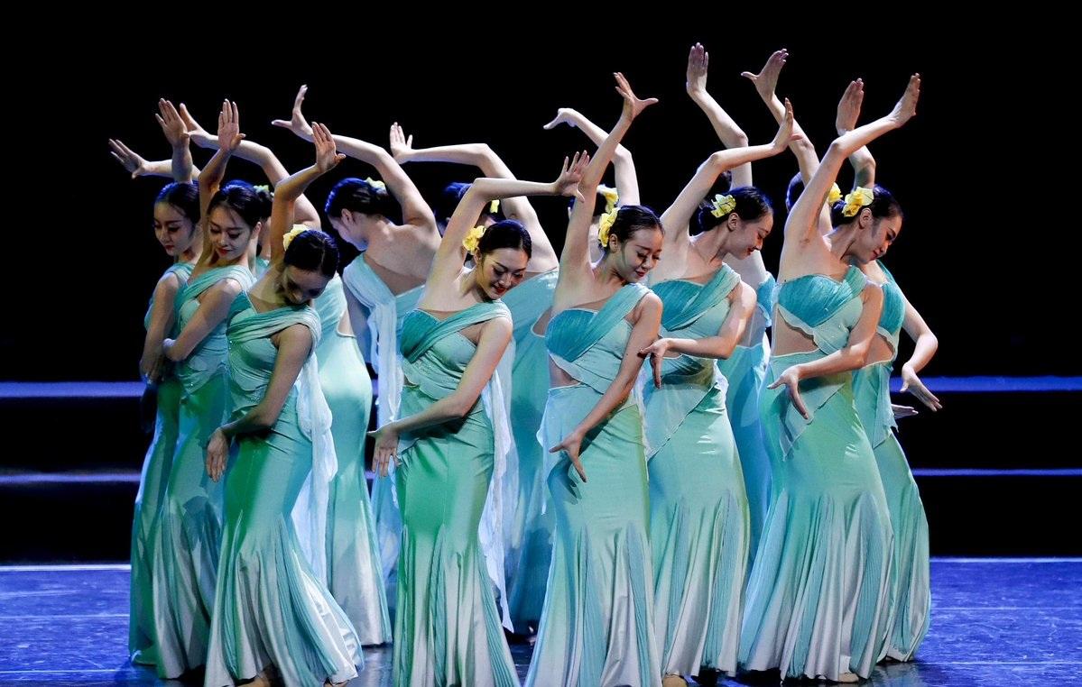 Folk dance show of SCO art festival held in Beijing