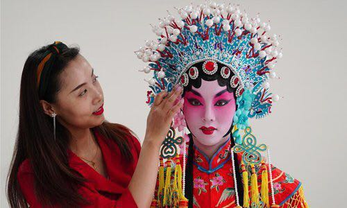 University in NW China promotes traditional opera among students