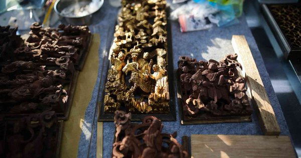 Across China: Young painter restores ancient wood carving