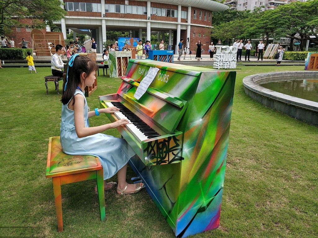 Shared piano brings up music in summer