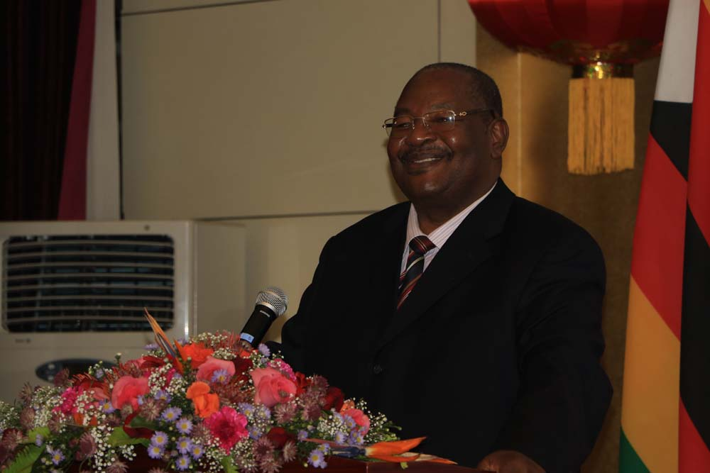 Zimbabwean Home Affairs Minister Obert Mpofu announces that the Zimbabwean government will grant visa on arrival for Chinese tourists starting from July 1st this year on Thursday, June 7, 2018. [Photo: China Plus/Gao Junya]