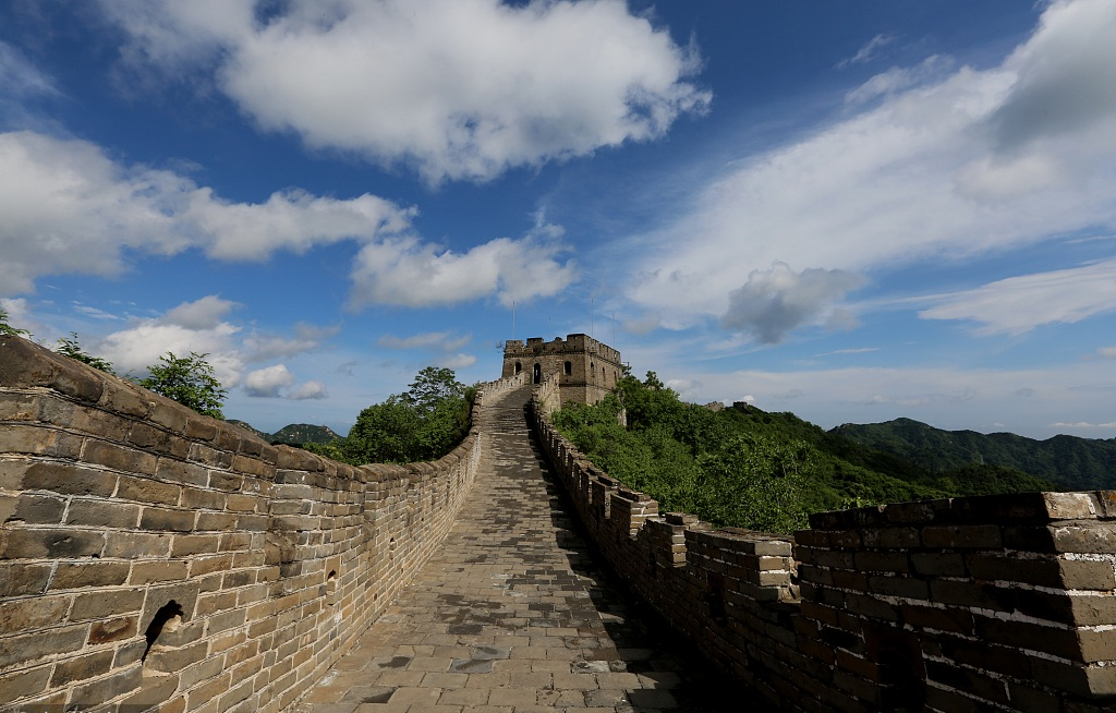 China to fine camping, cooking on Great Wall