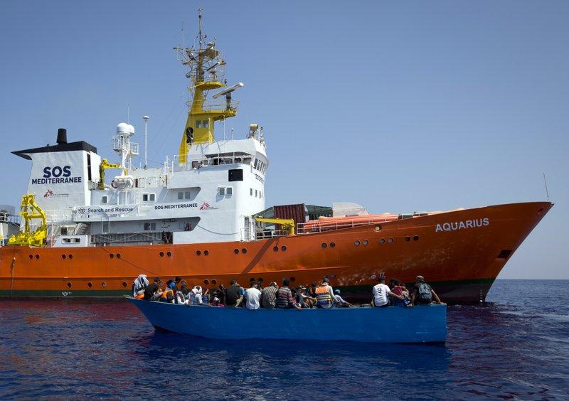Spanish govt unveils welcoming measures to help migrants