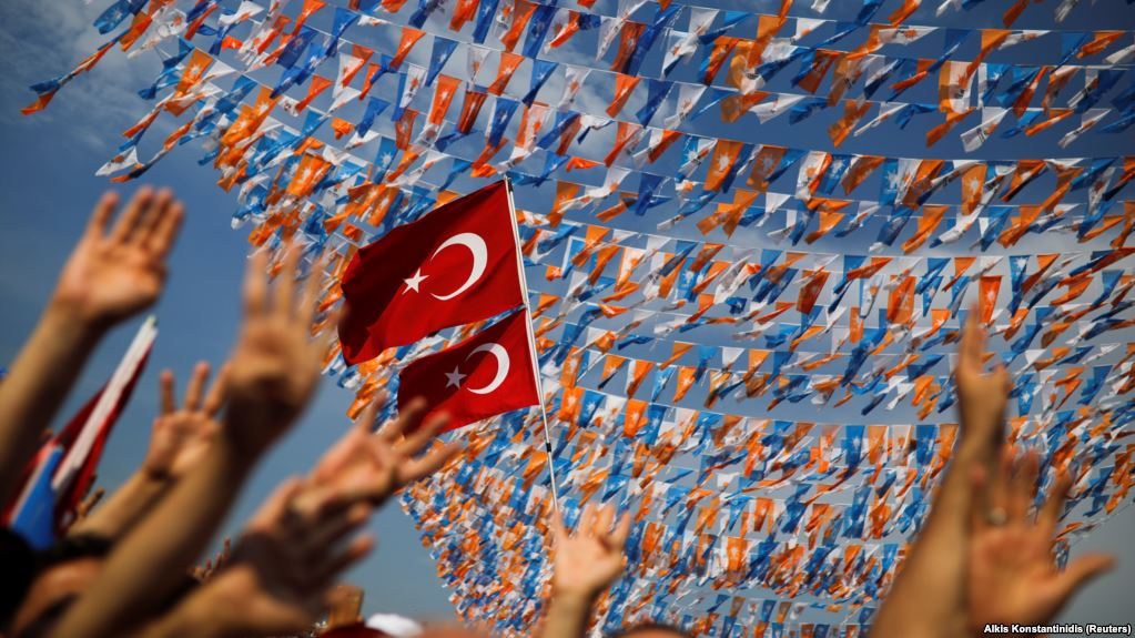 Turks begin voting in presidential, parliamentary elections
