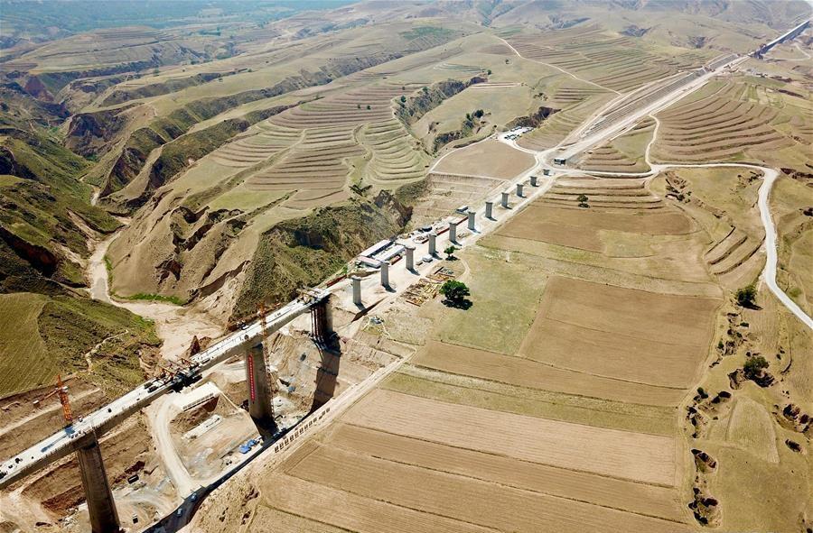 Gansu-Ningxia section of Yinchuan-Xi'an high-speed railway under construction