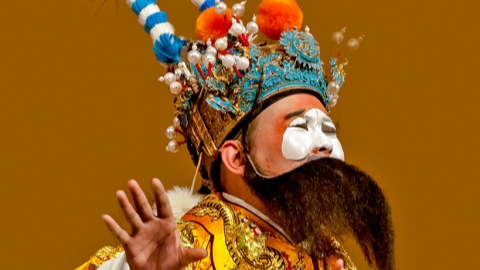Huangpu Theater makes way for the clowns