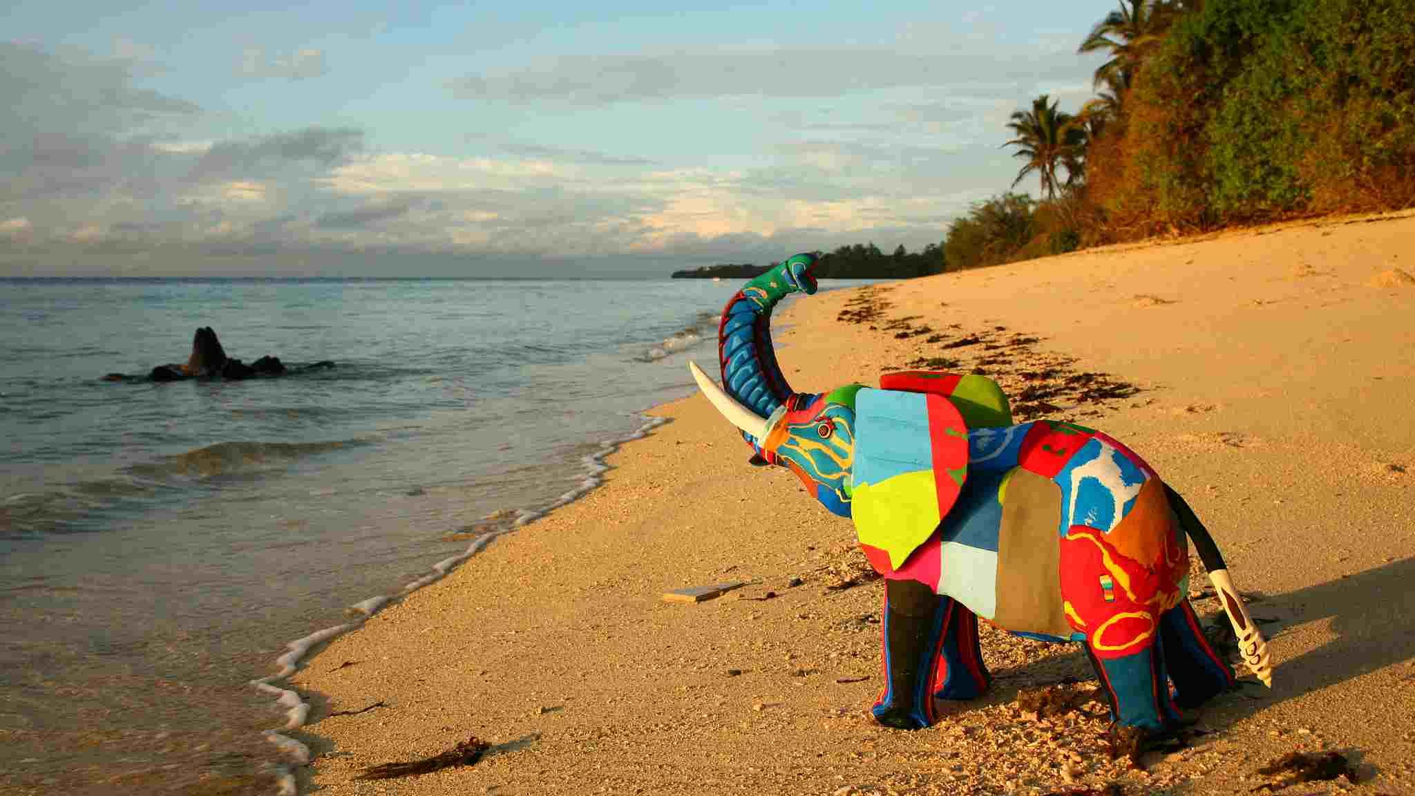 Colorful animals: Kenyan ocean protectors turn flip-flops into artworks