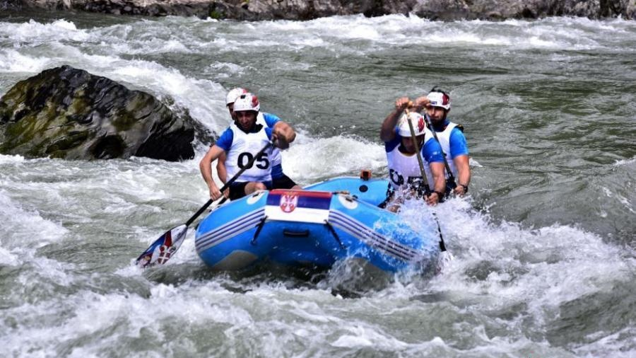 Players from 16 countries join rafting competition in Guilin