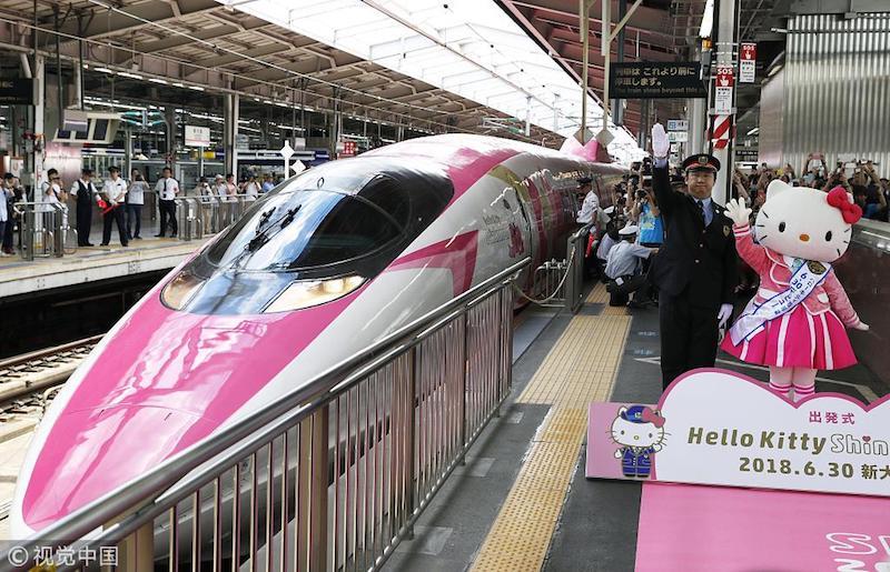 Hello Kitty-themed bullet train debuts in Japan