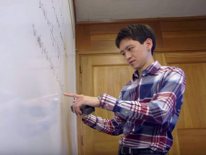 Why Lee Kuan Yew's grandson changes his surname to Li?