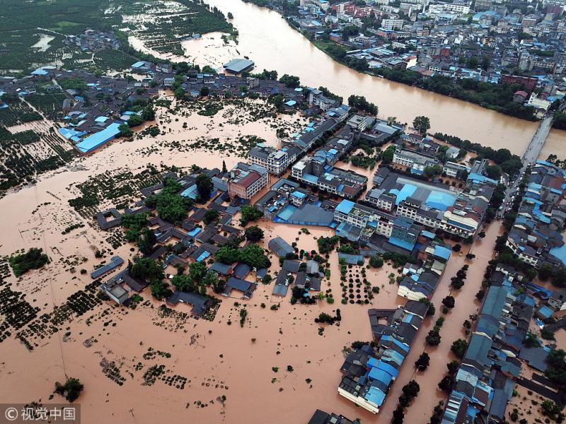 Heavy rain causes flooding in Chengdu