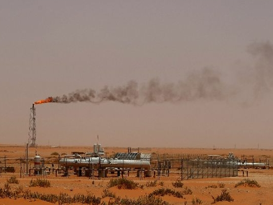Saudi says ready to pump more oil to balance market