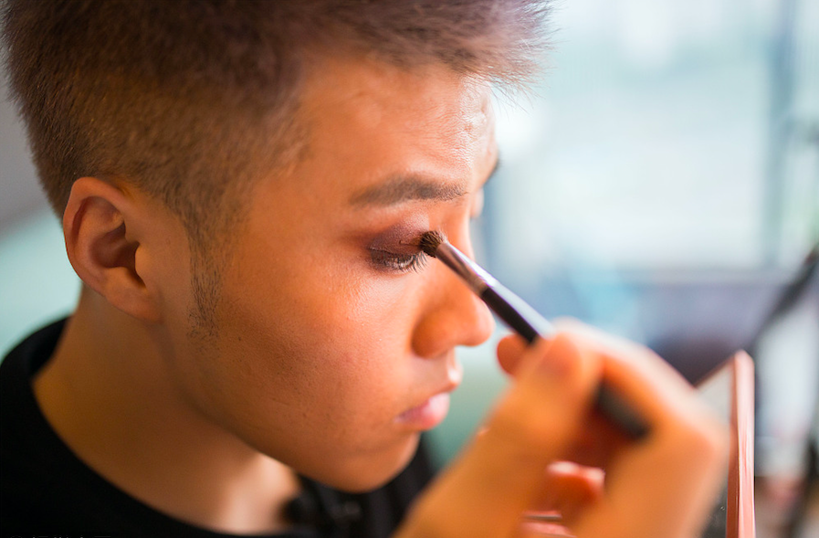 Makeup for Chinese men signals new attitudes toward gender