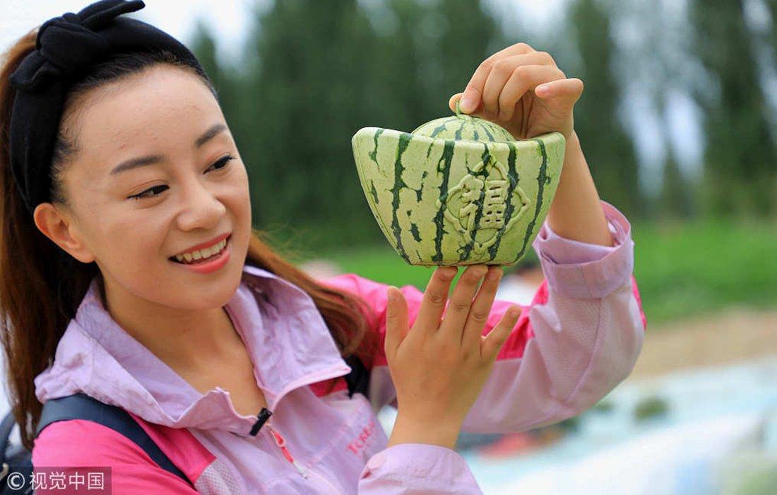 Reshaping watermelon