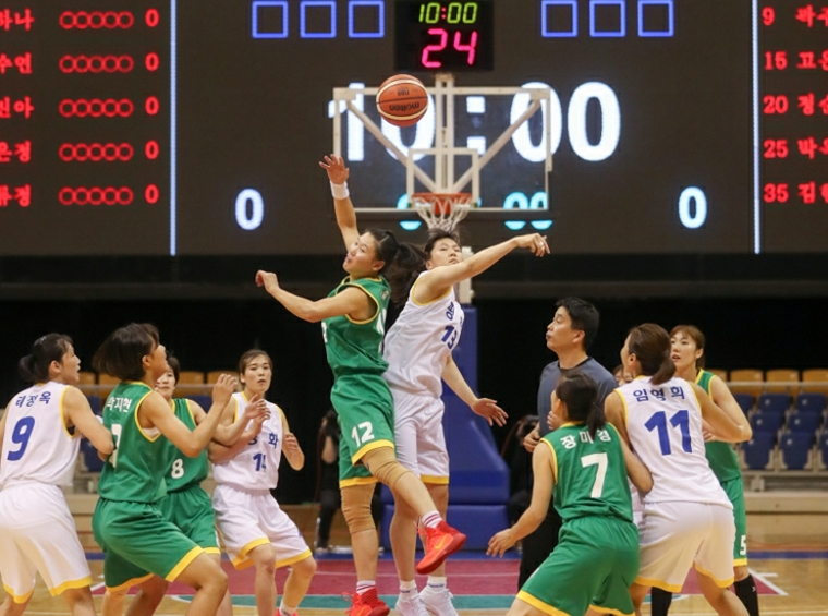 Koreas hold first friendly basketball match in 15 years in Pyongyang