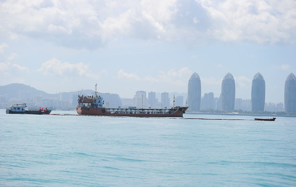 Emergency drill on marine pollution prevention held in south China's Sanya