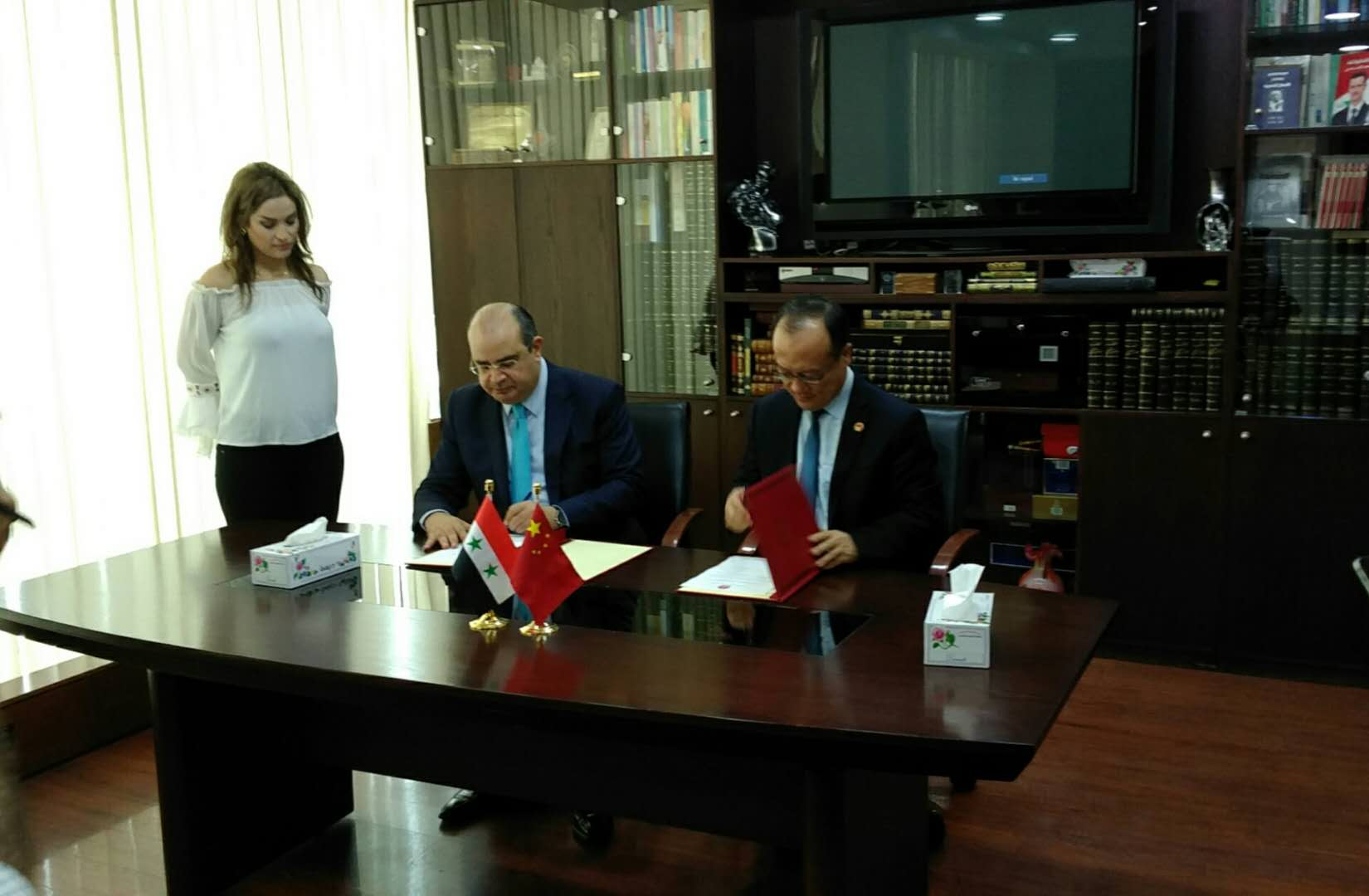 Chinese embassy donates computers to Syrian newspaper