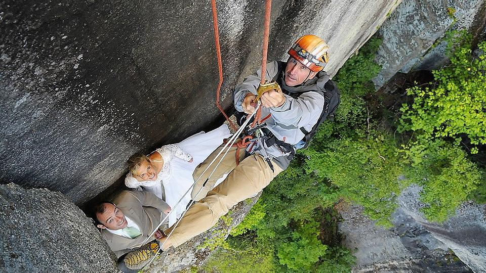 Daredevil wedding photographers capture newlyweds hanging from cliffs