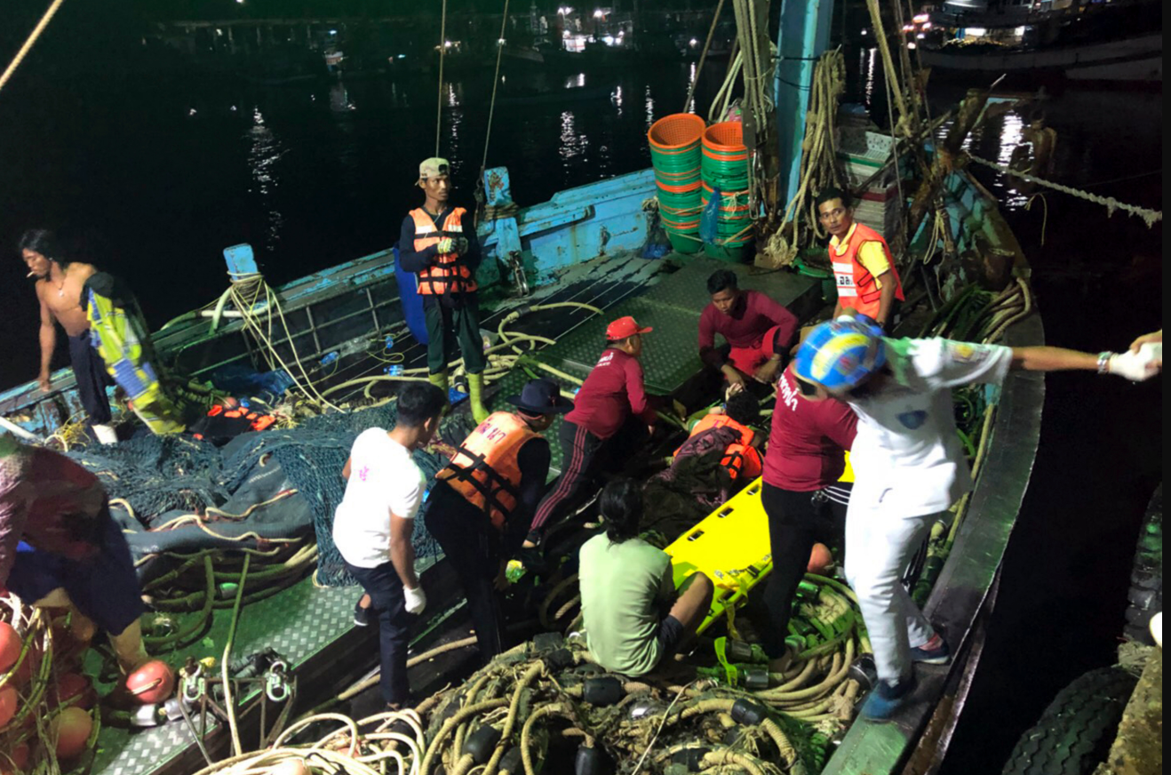 50 Chinese tourists missing, 2 dead after boats capsize off Thailand coast