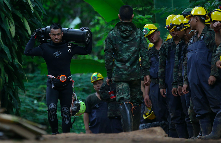 Thai diver dies in operation to rescue young footballers trapped in cave